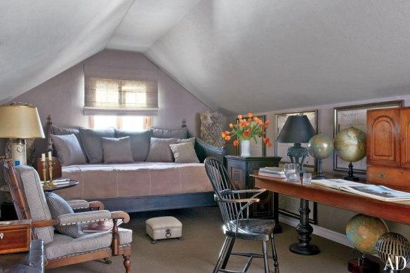 item15.rendition.slideshowWideHorizontal.lee-stanton-15-laguna-beach-antiques-guest-room-extra