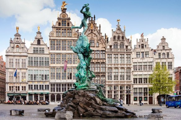 item0.rendition.slideshowHorizontal.antwerp-belgium-travel-guide-01-grote-markt-square